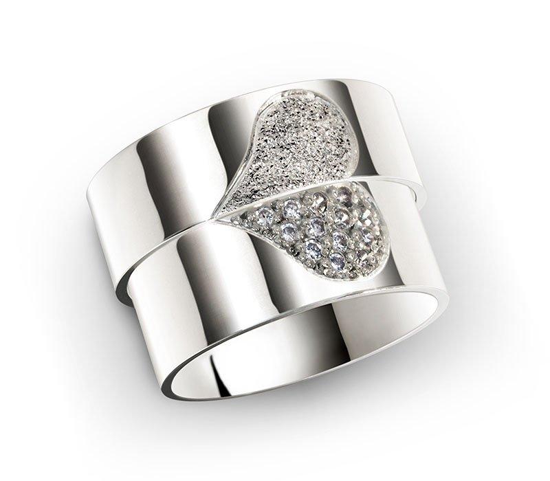 Alianças Namoro Coração Cravejado em Pedras AP6040