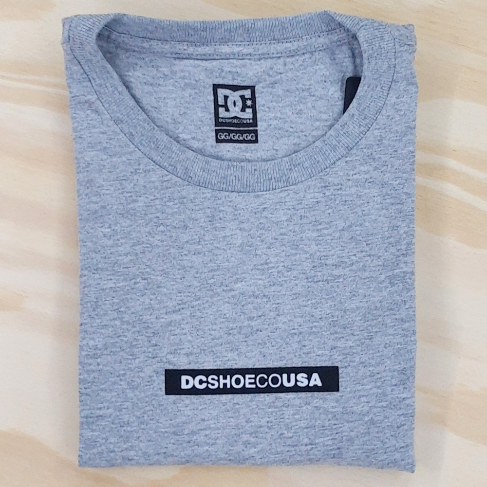 Camiseta DC Minimal Cinza