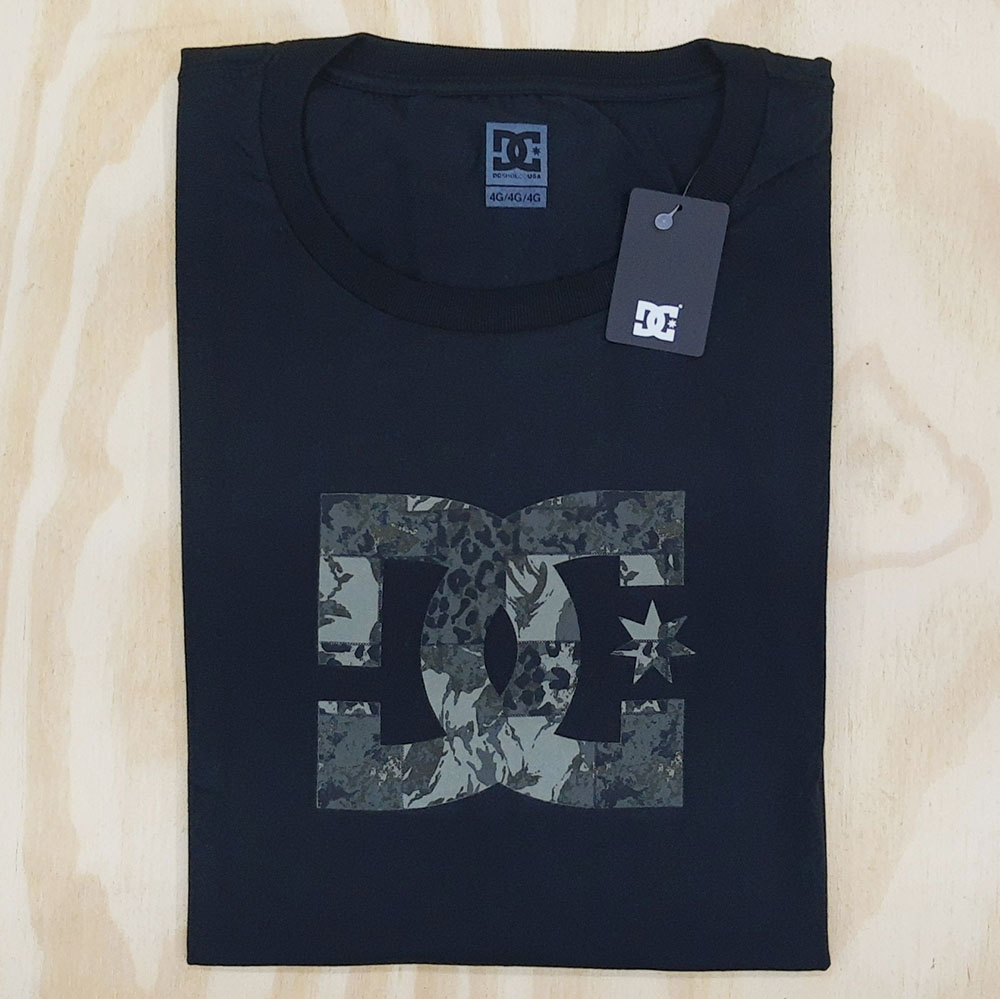 Camiseta DC OVERSIZE Star Camo Fill Preto