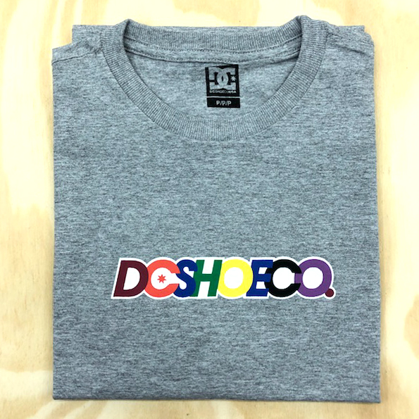 Camiseta DC Shoen Co Stacks Cinza