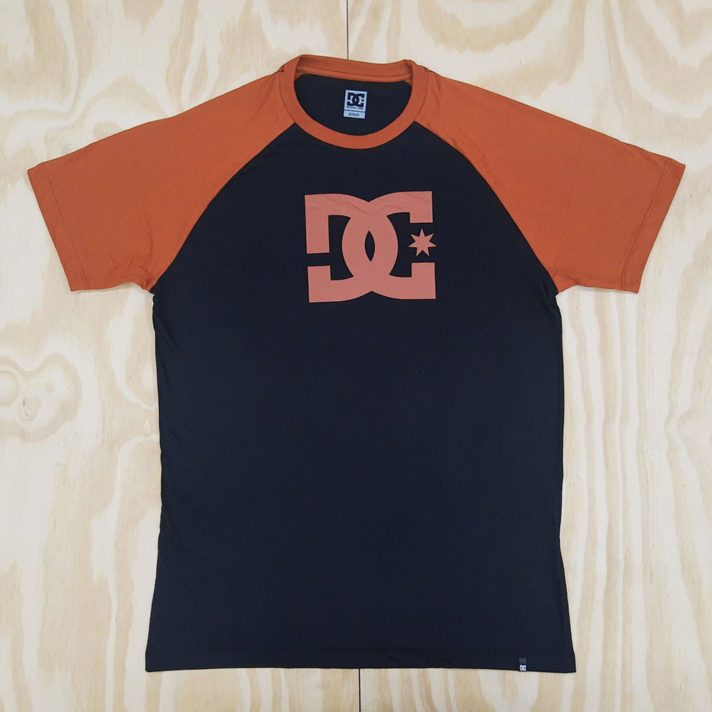Camiseta DC Star Raglan Preto