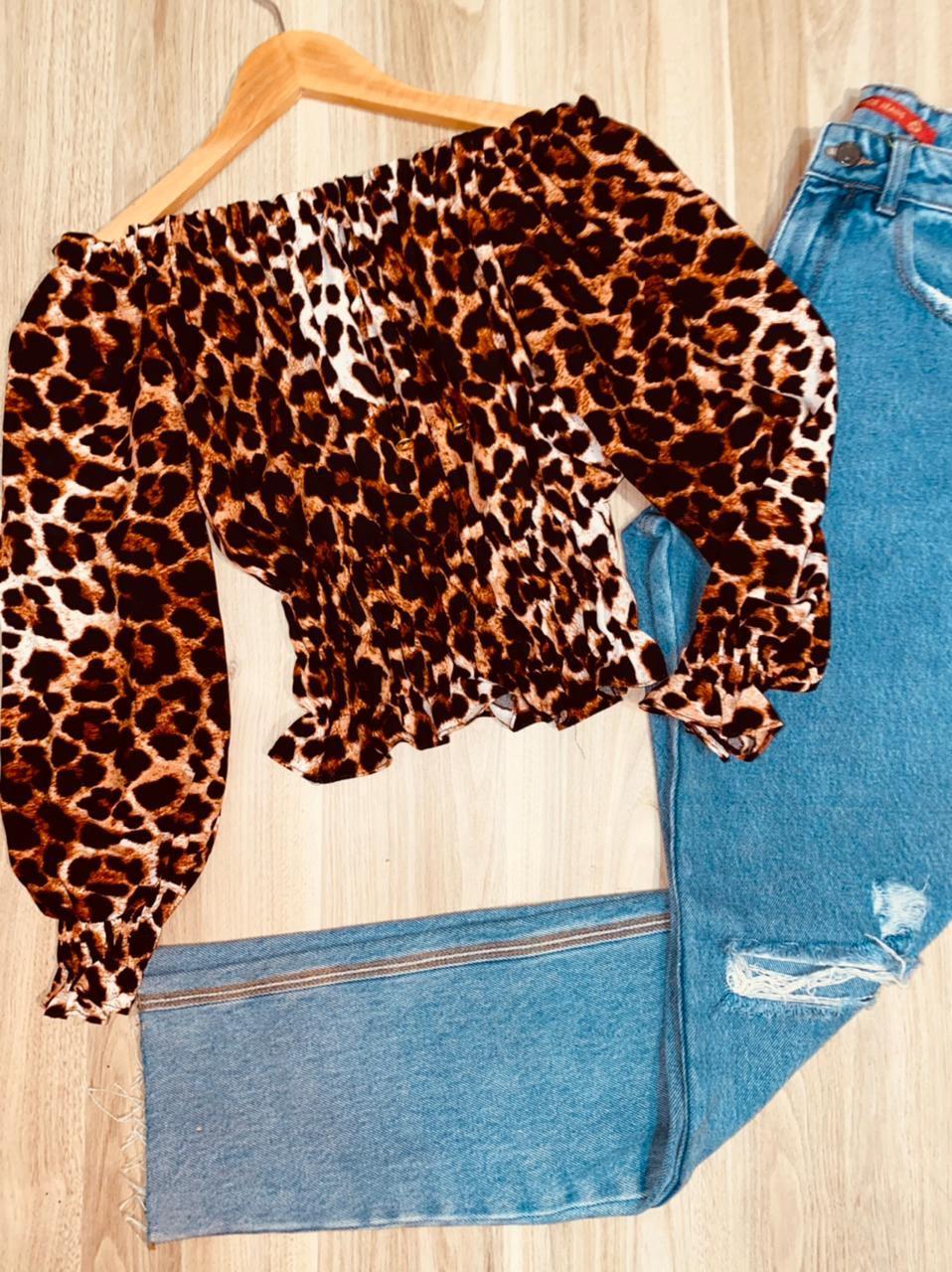 Blusa Ciganinha Cropped Manga 3/4 com Lastex Animal Print  |