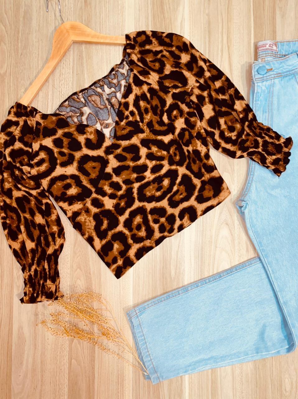 Blusa Cropped Amarrar e Transpassada 3|4 em Lastex Oncinha |