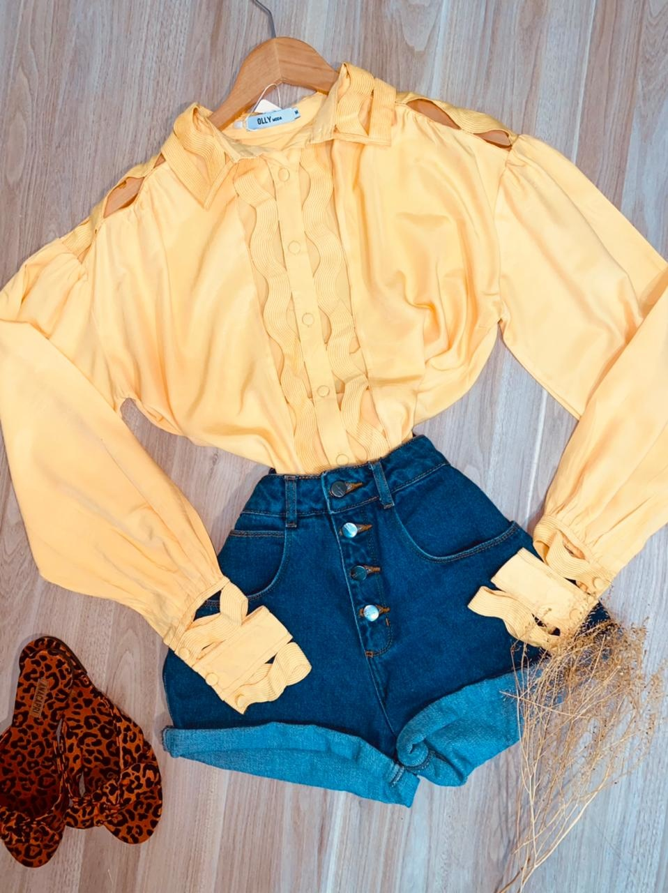 Camisa com Detalhes Vazados Top Sarah Amarelo