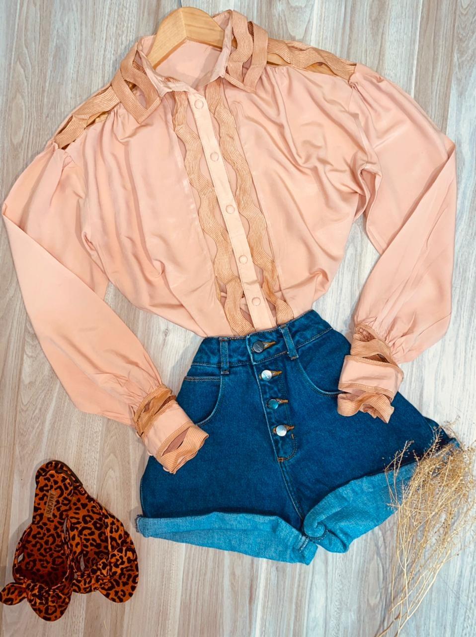 Camisa com Detalhes Vazados Top Sarah Rosê