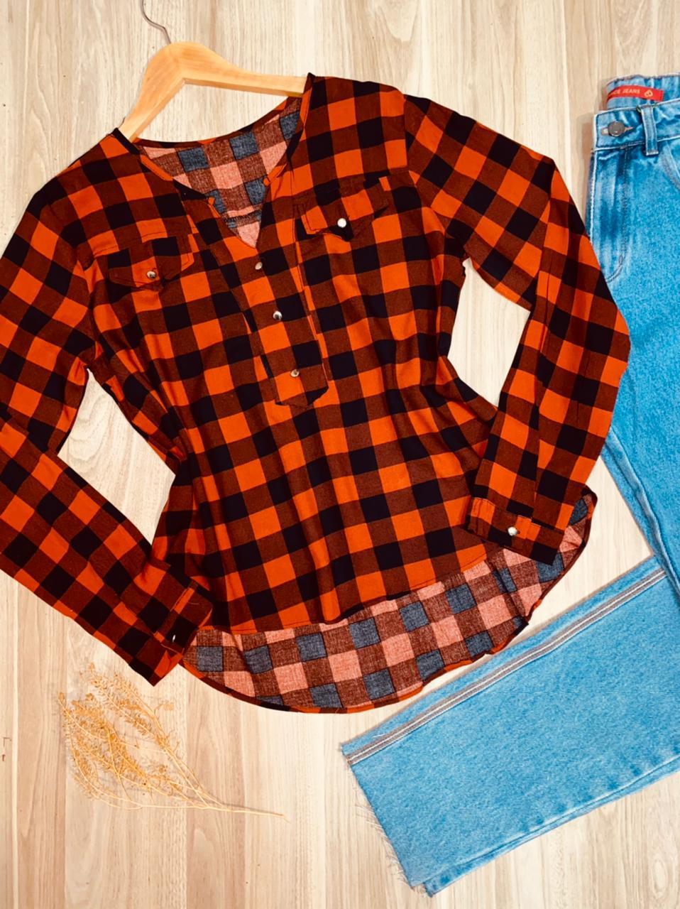 Camisa Manga Longa Decote V com Bolso Falsos Xadrez Terra