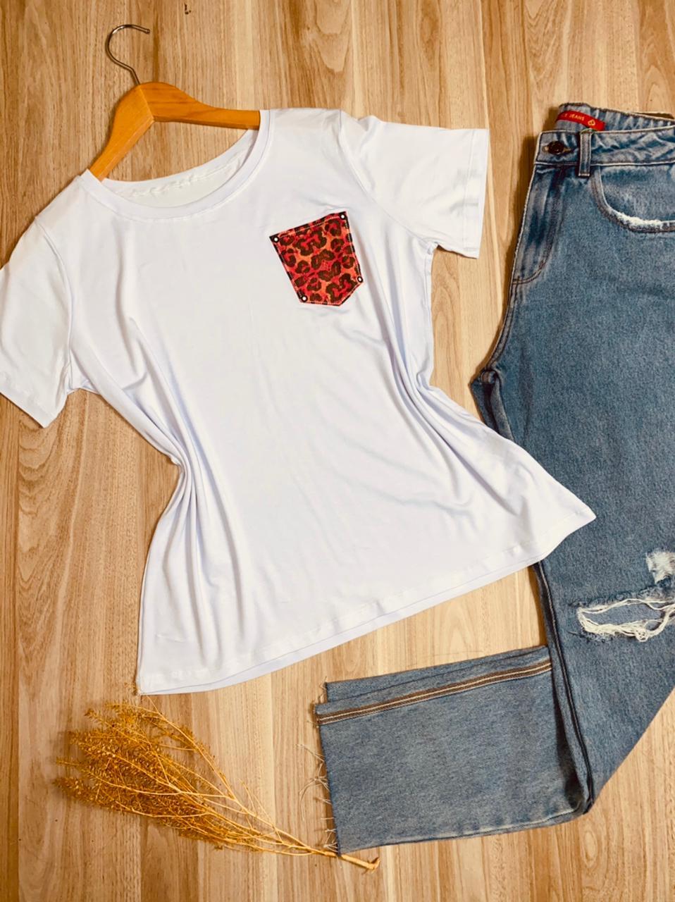 Camiseta Bolsinho Animal Print