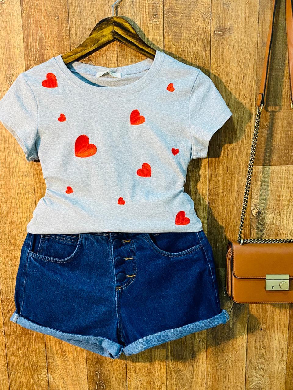T-shirt Corações Bordado