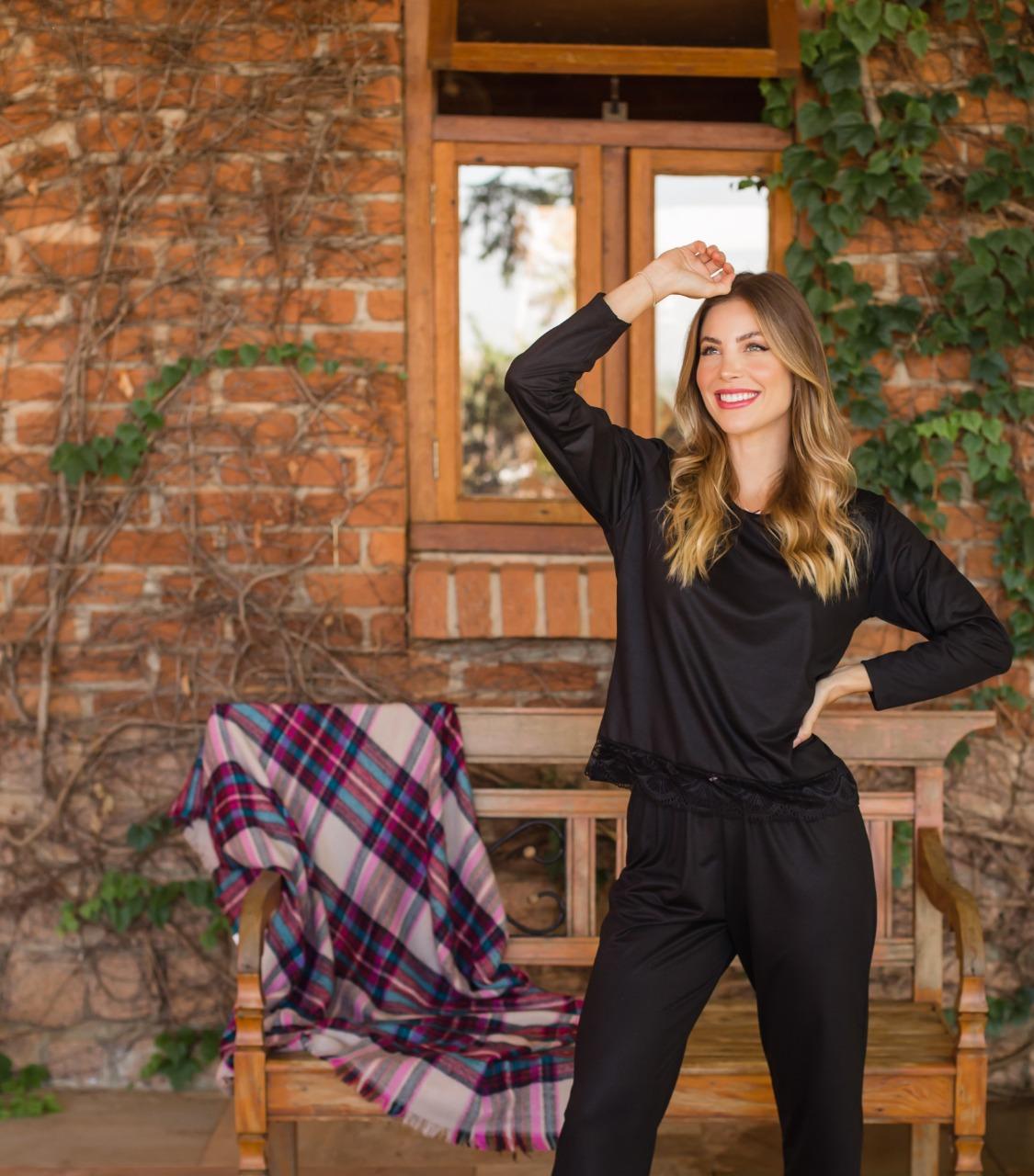 Pijama feminino Longo de Malha PV com Detalhes rem renda