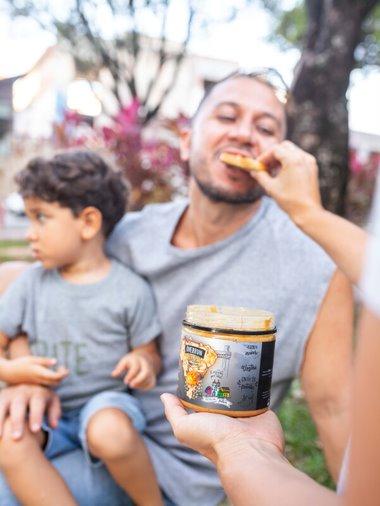 Cx Pasta de Amendoim Castanhas Brasileiras 12x450gr