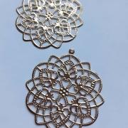 Ferragens - 2 mandalas douradas metalicas
