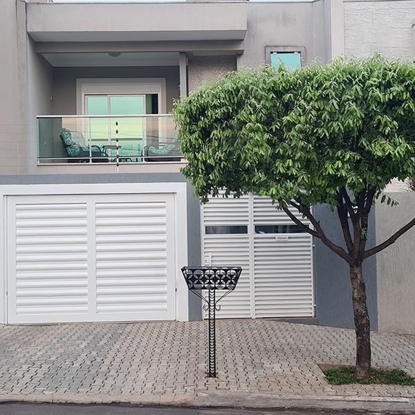 Cesto Lixeira Para Calçada E Rua 72cm C X 56cm L X 125cm A