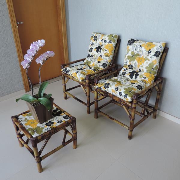 Kit Cadeiras de Bambu 2 Lugares com Almofadas Flores Preta