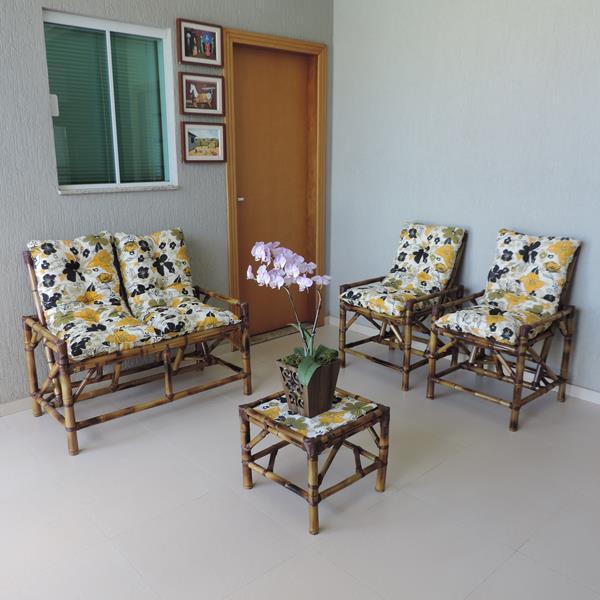 Kit Sofá de Bambu 4 Lugares com Almofadas Flores Preta