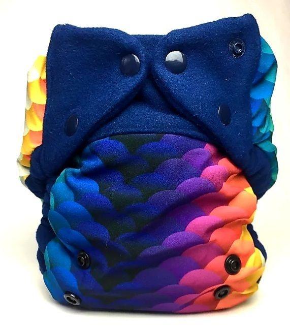 Capa Escamas Coloridas - Mayaru