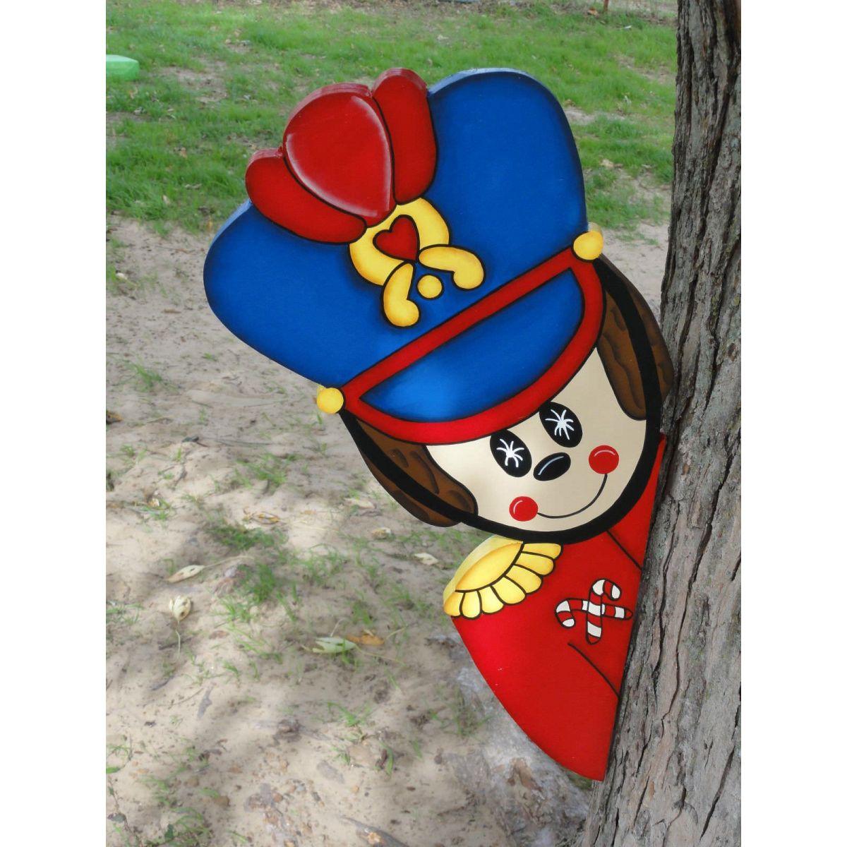 Ref: 115 - Decoração Color Mdf Soldado de Chumbo Escondido atrás da Árvore