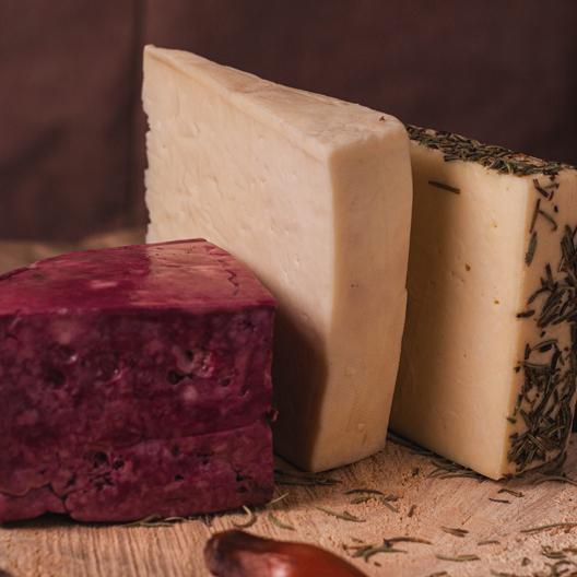 Kit Degustação (Cheese in Berries, Mantiqueira temperado e Curado) 550g