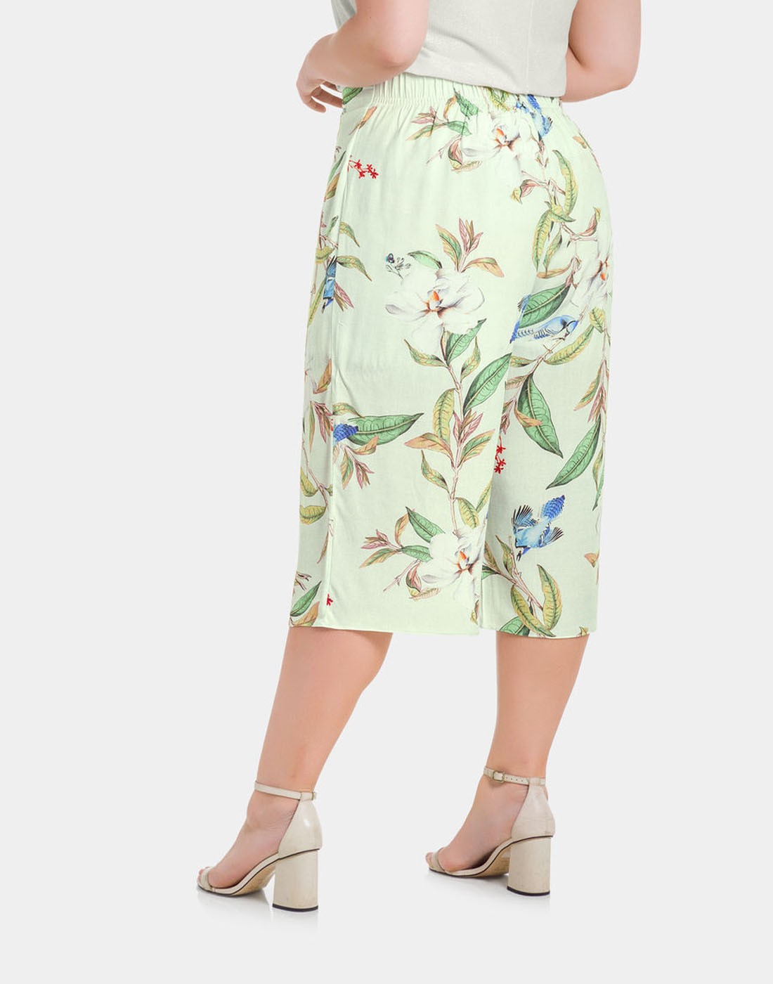 Calça Pantacourt Tecido Rayon Bali Off White Lunender Mais Mulher