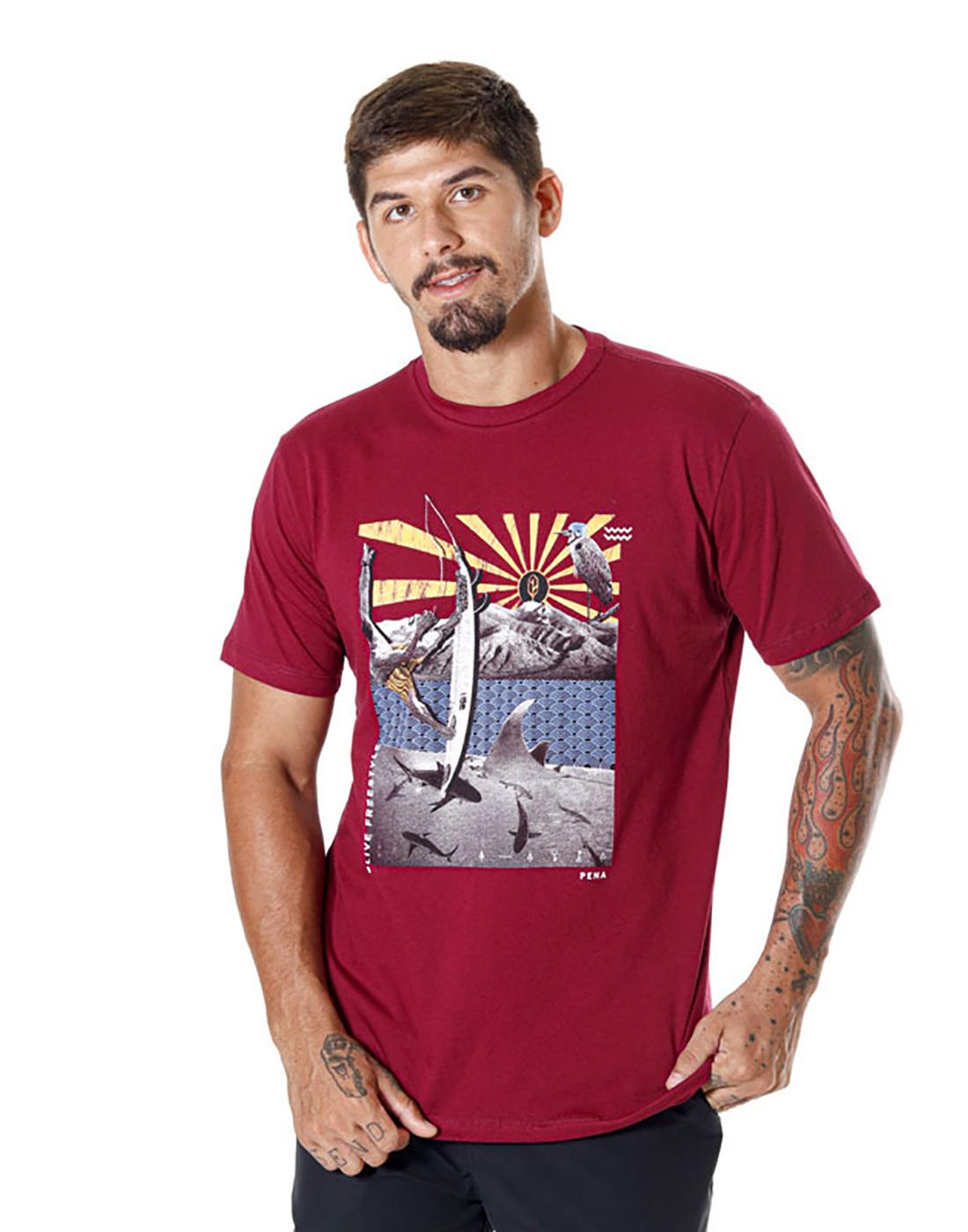 Camiseta Estampada Collage Vinho Pena