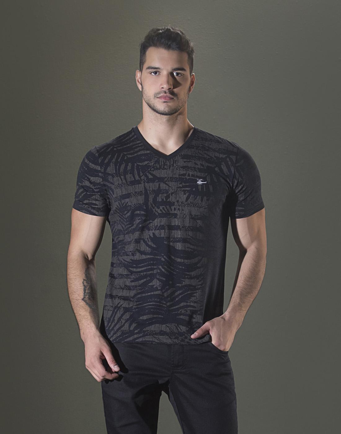 Camiseta Gola V. Estampada Preto Sallo