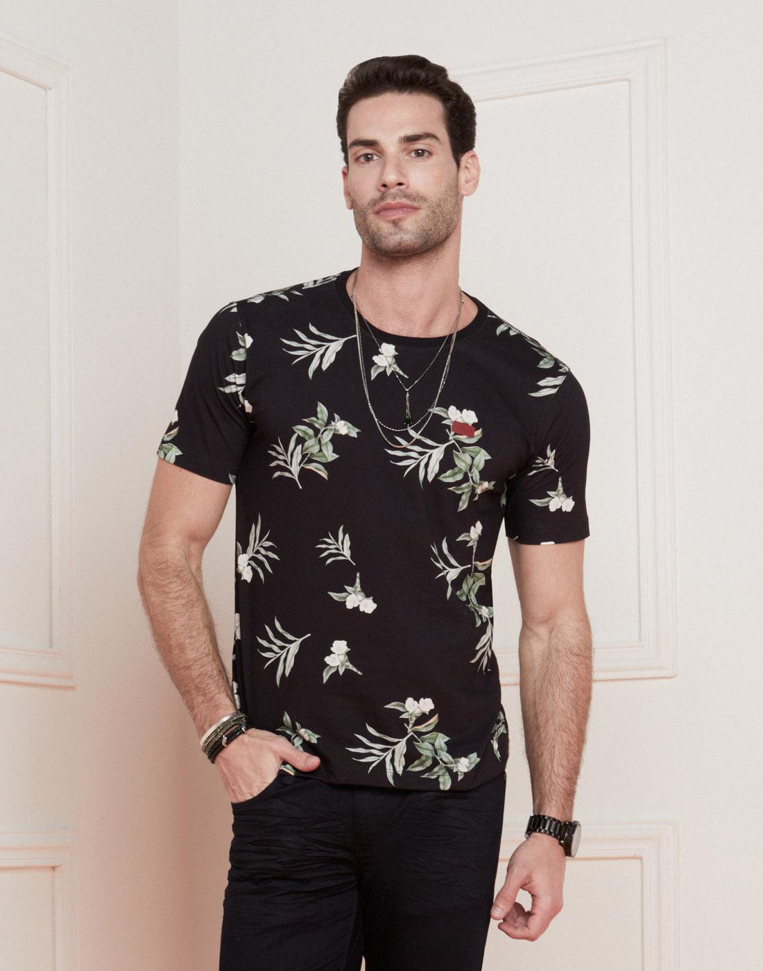 Camiseta Masc. Estampa Tropical Preta Six One