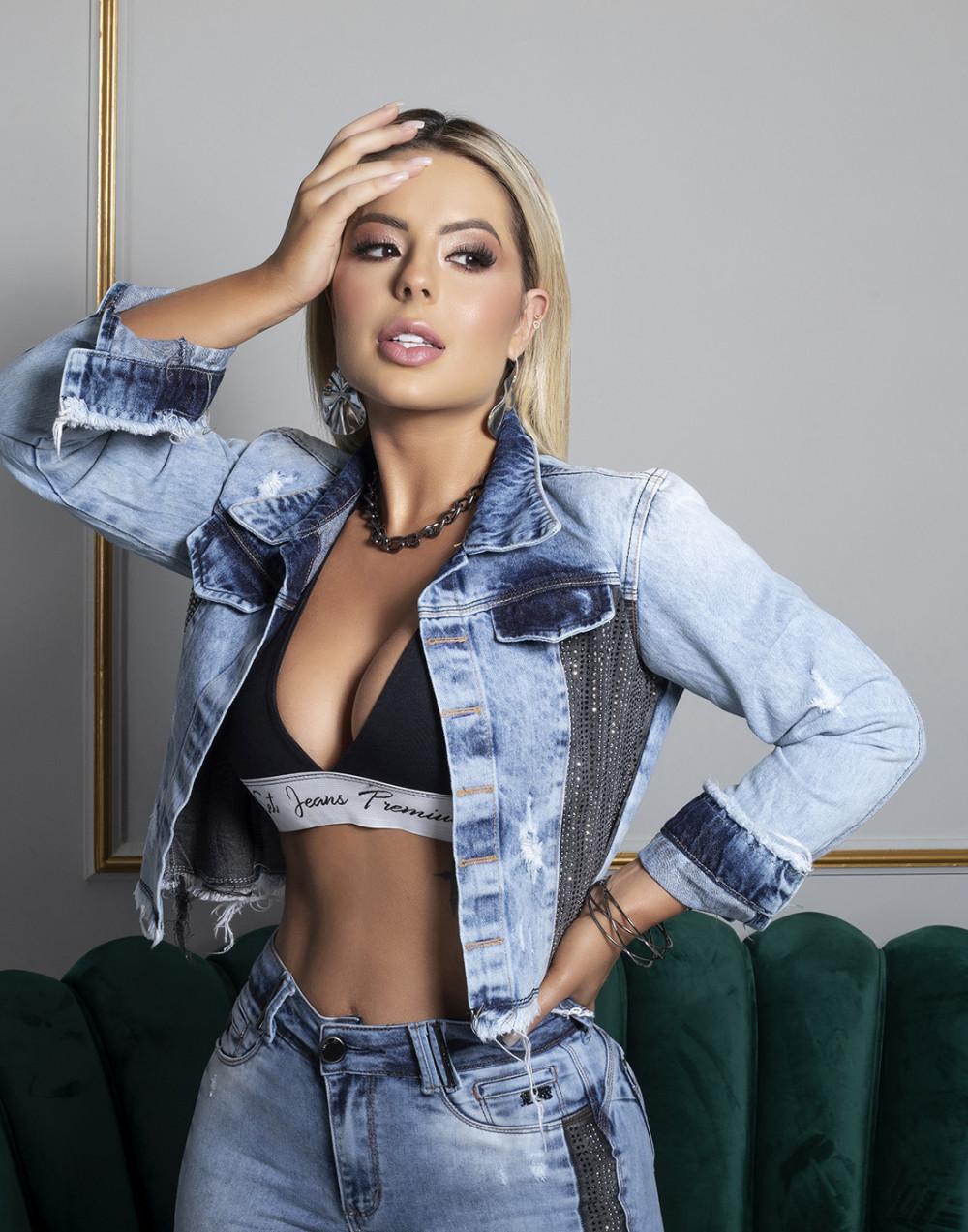 Jaqueta Jeans Slim Cropped c/ Strass Set Jeans