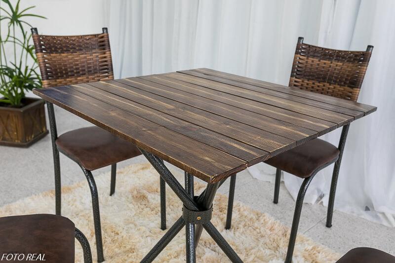 Mesa de Cozinha Valença Tampo Madeira 75X75 com 4 Cadeiras Ferro Martelado