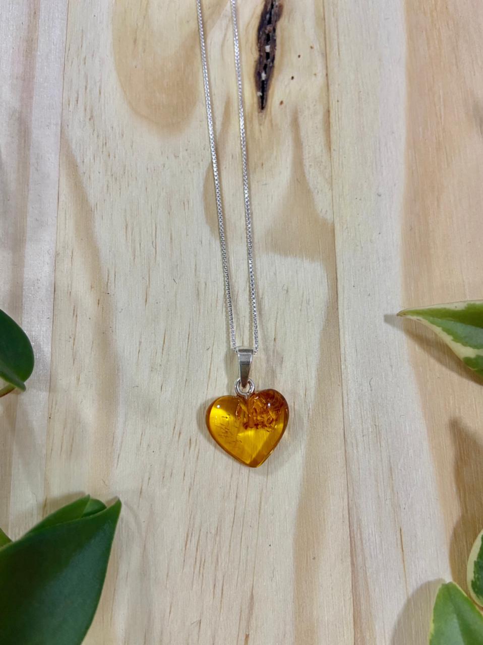 Corrente de Prata Veneziana com Pingente de Coração de Âmbar Mel Polido