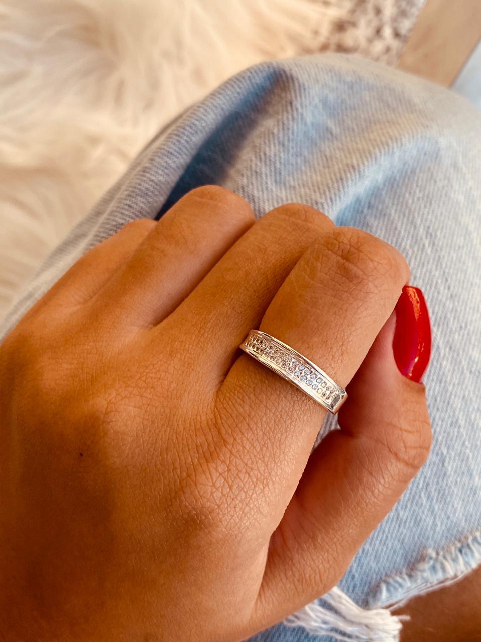 Anel de Prata Luxo Cravejado de Zircônias
