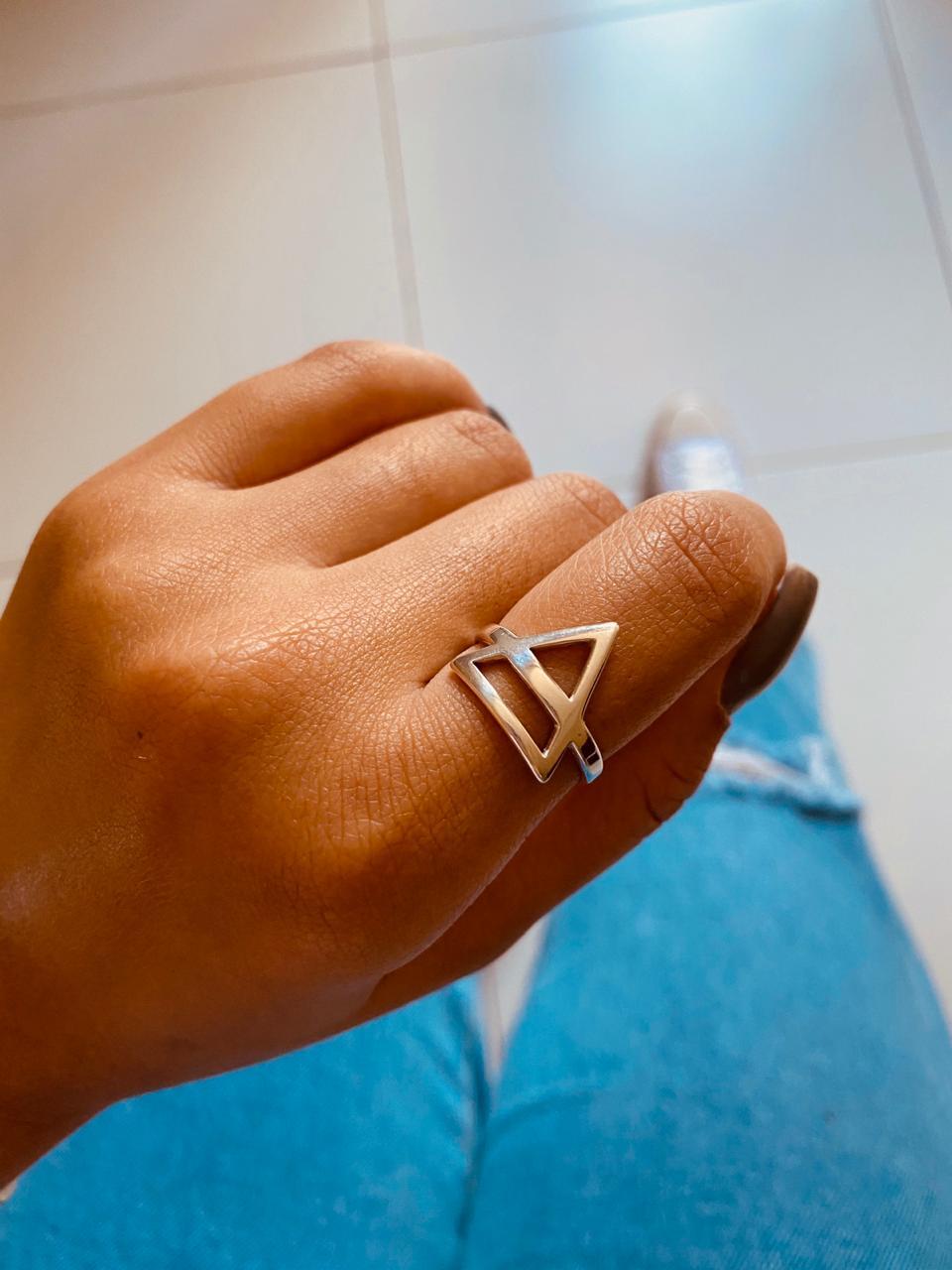 Anel de Prata Triangulo Partido
