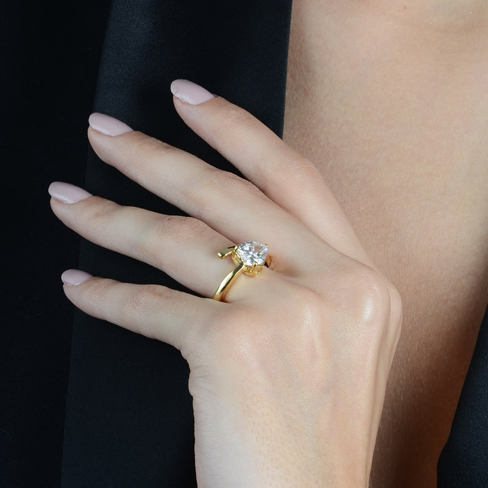 Anel Coração de Luxo com Pedra de Zircônia Banhado a Ouro 18K