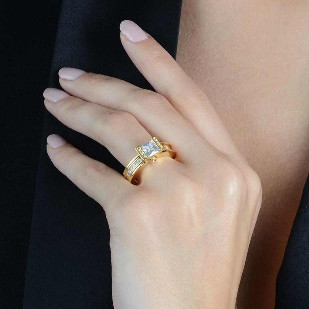 Anel Luxo com Pedra e Cravejados de Zircônia Banhado a Ouro 18K