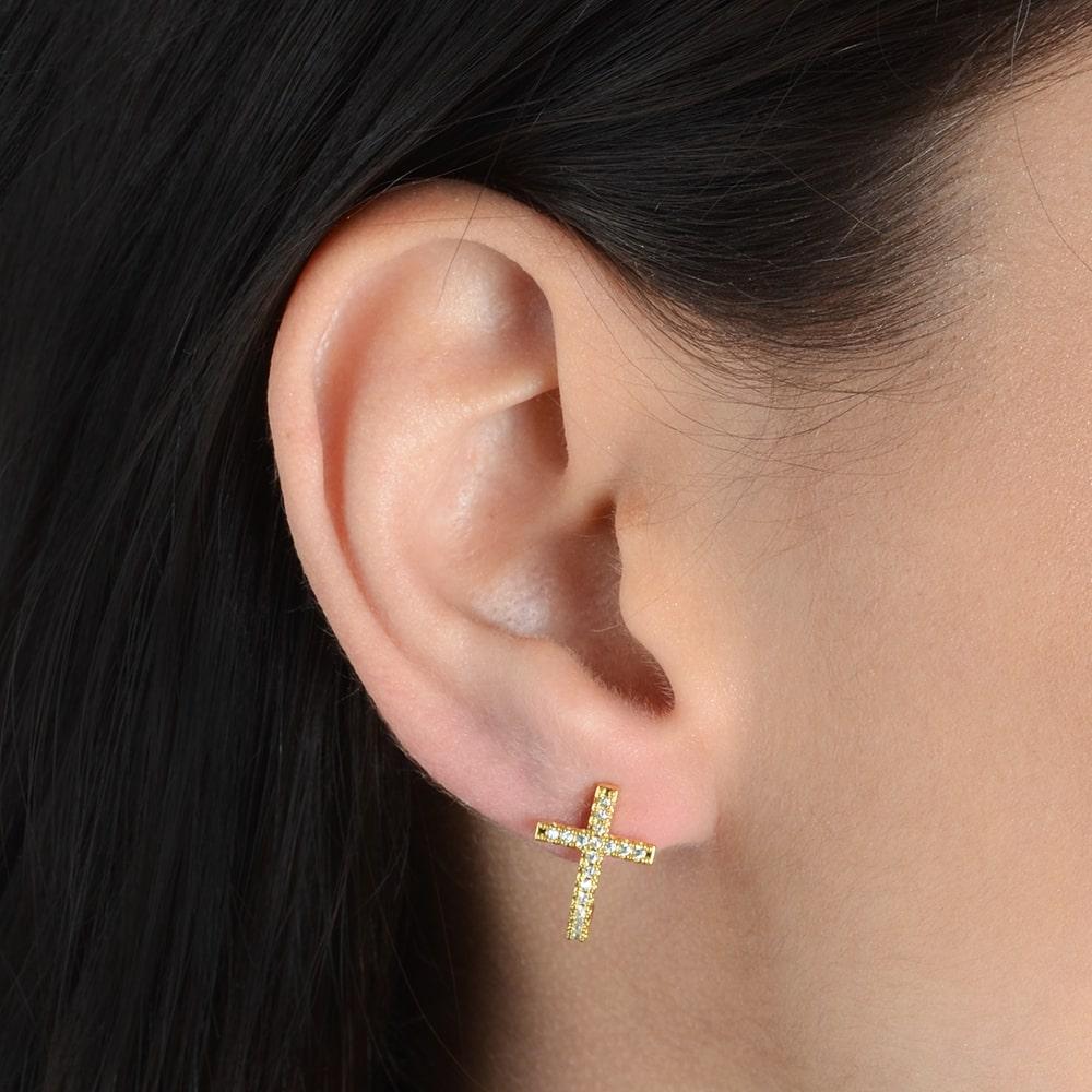 Brinco Religioso em formato de Cruz Cravejado com Zircônia Dourado Banhado a Ouro 18k