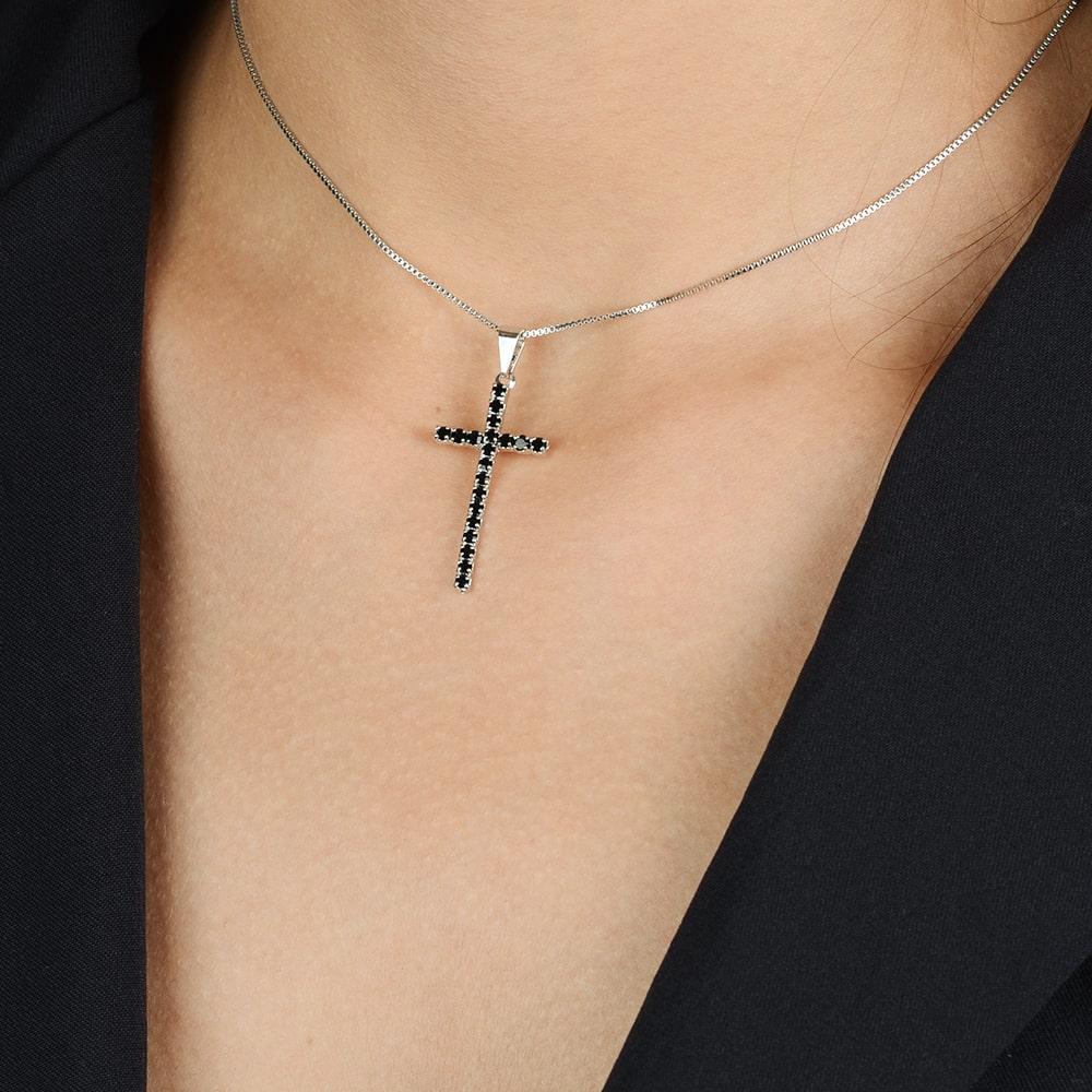 Gargantilha Cruz Cravejada de Zircônia Preta com Banho Branco