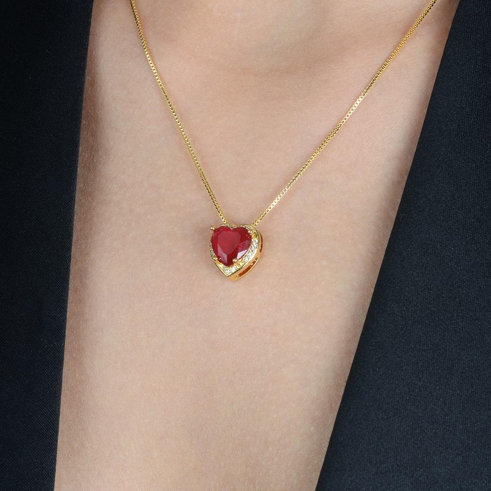 Gargantilha de Pedra Natural Vermelha Coração Cravejado de Zircônia Banhado a Ouro 18K