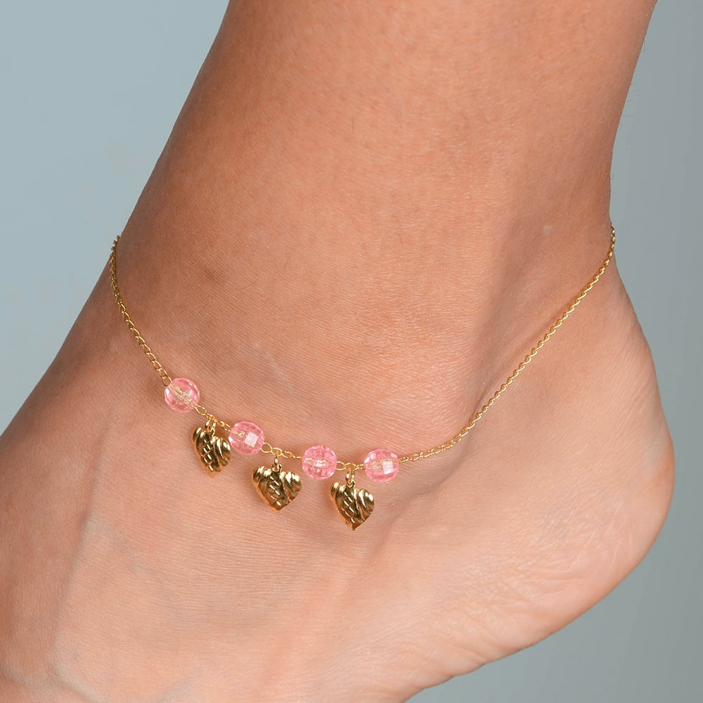 Tornozeleira Dourada 3 Corações com Pedras Rosas Banhada a Ouro 18K