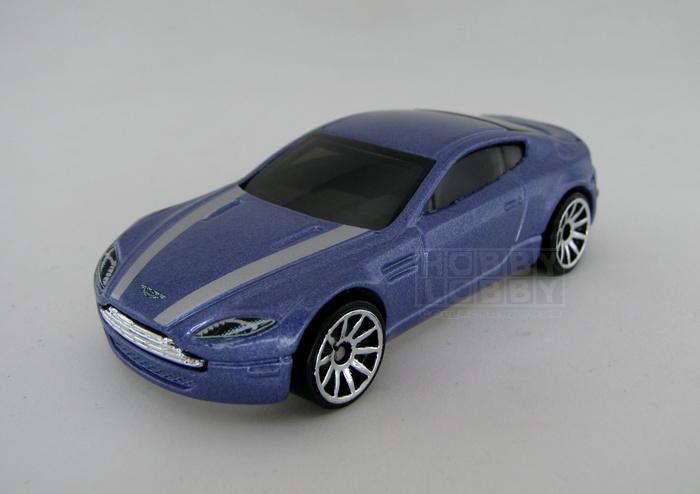 Hot Wheels - Coleção 2014 - Aston Martin V8 Vantage (loose)