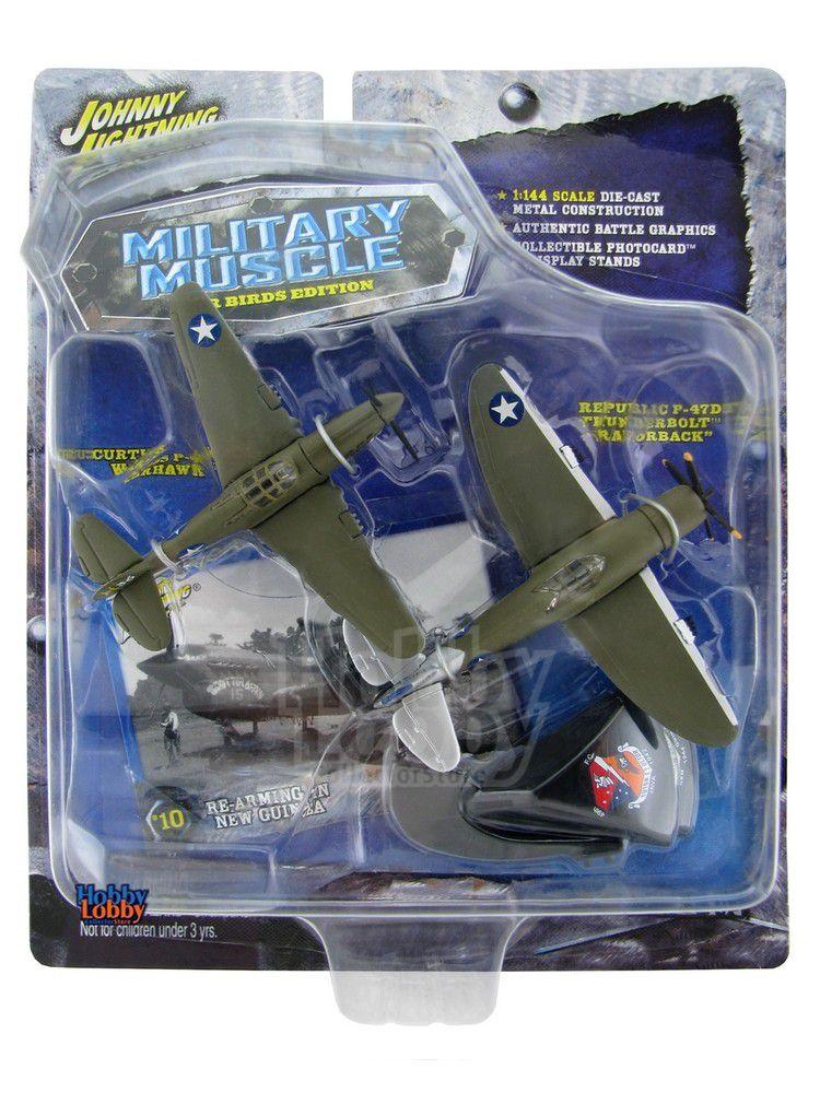 "Johnny Lightning - Military Muscle - Curtiss P-40E Warhawk e Republic - 47D Thunderbolt ""RAZORBACK""  - Hobby Lobby CollectorStore"
