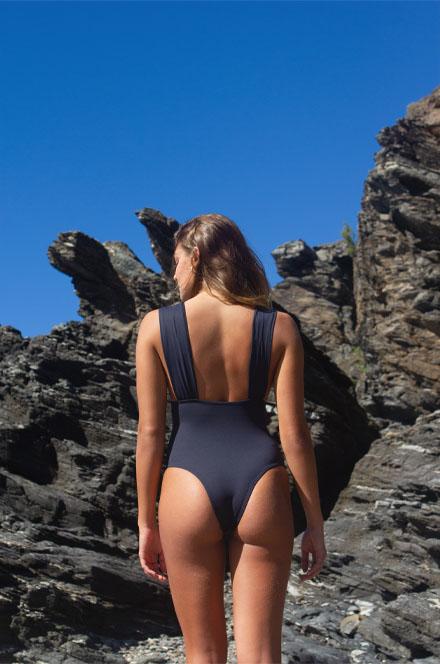 MAIÔ DECOTE V RECORTE  - Cila Beachwear