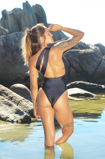 MAIÔ UM OMBRO BÁSICO  - Cila Beachwear