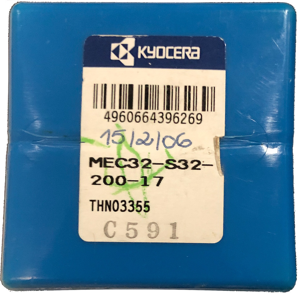 Fresa intercambiável de topo reto diâmetro de 32 mm haste cilíndrica de 32 mm longa, para pastilha BDMT1705, referência MEC32S332-200-17 - Kyocera