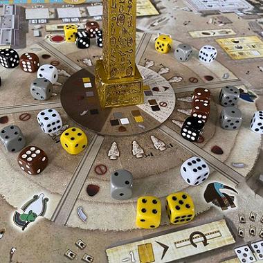 Tekhenu: Obelisco do Sol + Sleeves Grátis