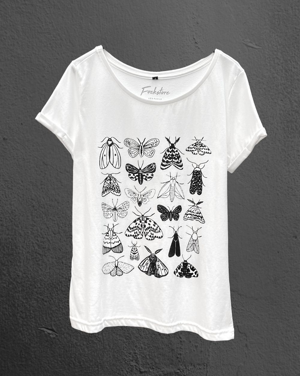 T-Shirt Borboletas Gola Canoa