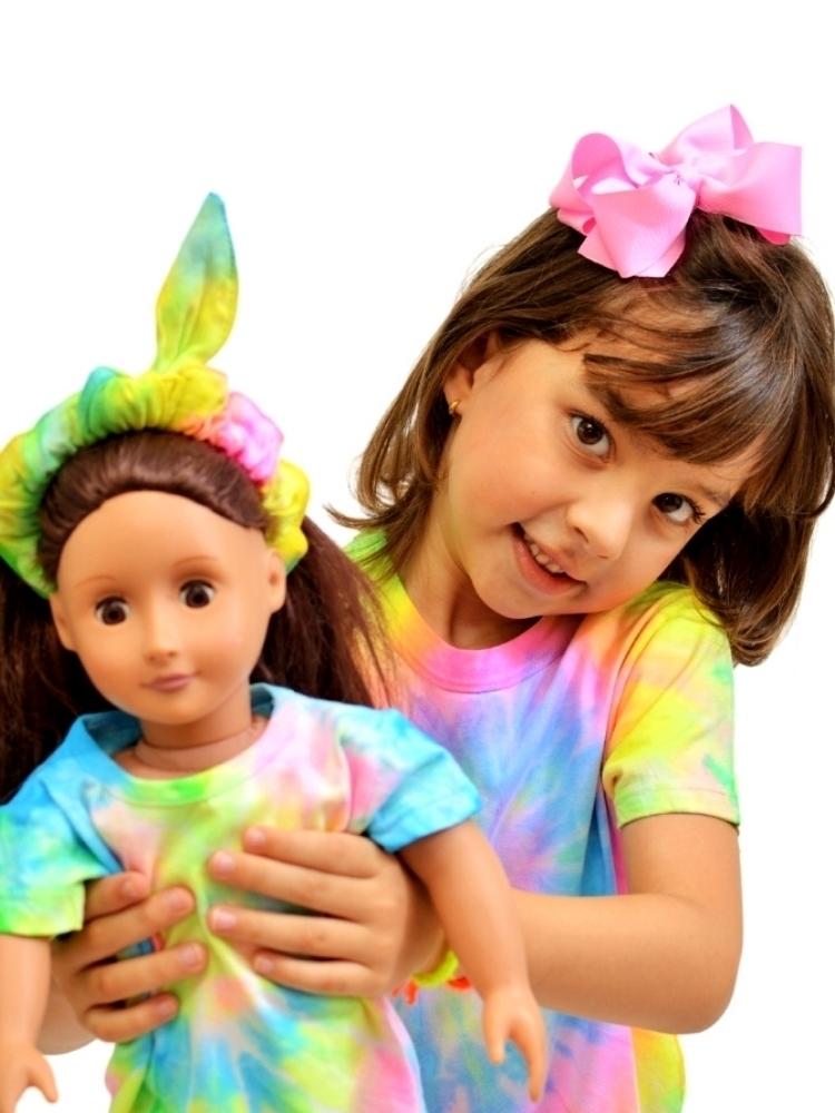 Kit Filha & Boneca T-shirt Artesanal Tie Dye Amarelo, Rosa, Azul e Verde