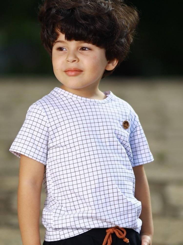 Camiseta Menino Minimalista