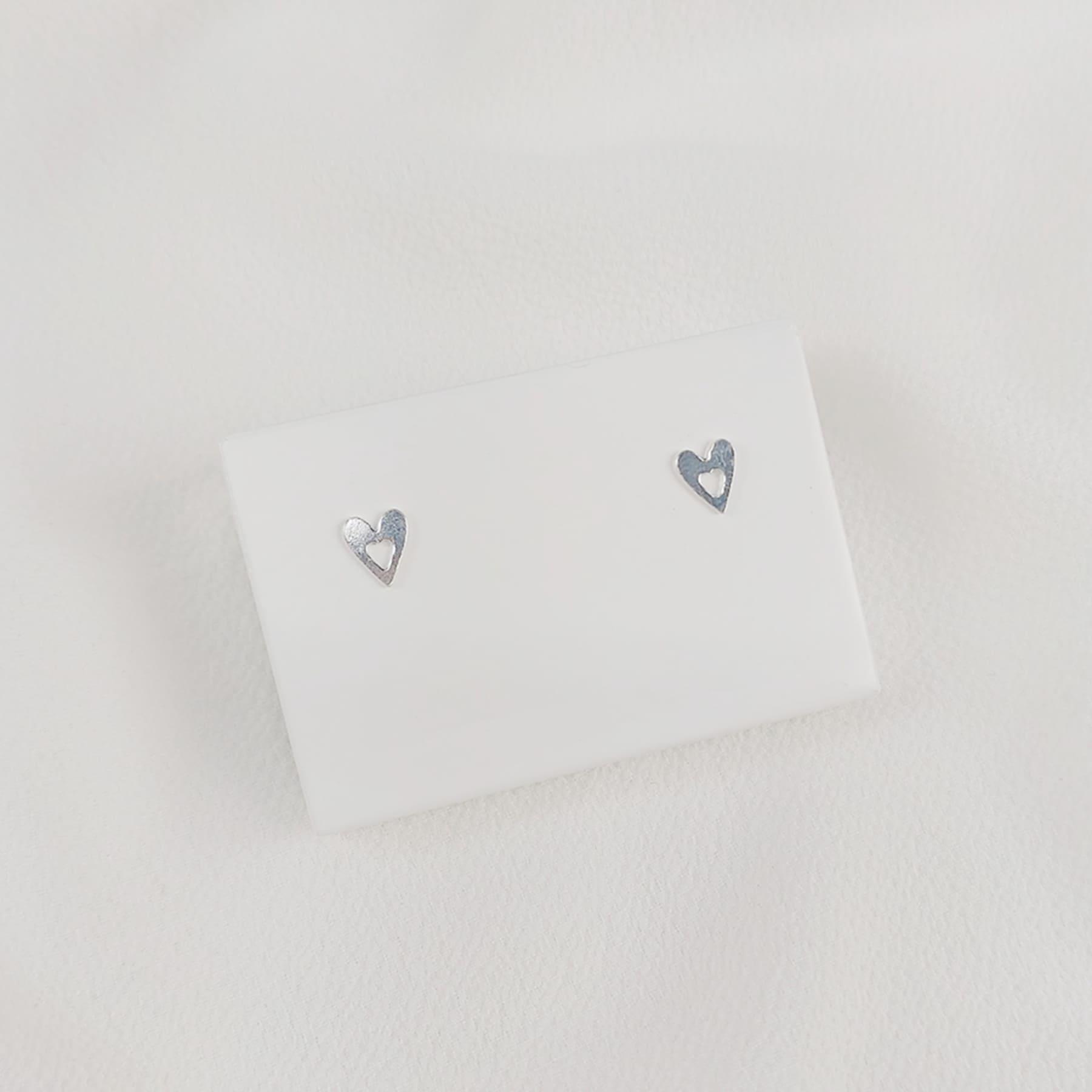 Brinco Prata Coração Vazado Com Tarraxa Baby