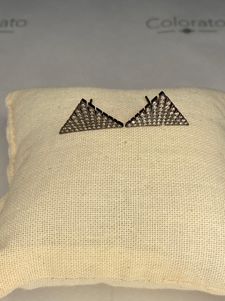 Brinco prata triângulo com zircônias