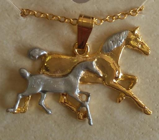 Colar égua com potro dourado e prateado