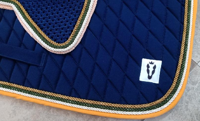 Manta de Salto com touca - Azul marinho com borda amarela, cordão branco com verde e dourado