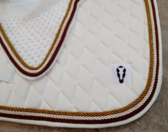 Manta de salto com touca - Off white com cordão marrom, creme e dourado